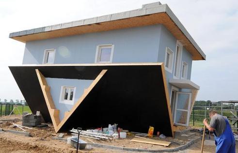 upsidedown-house_796614i
