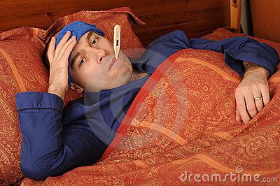 hombre-enfermo-en-cama-8115576