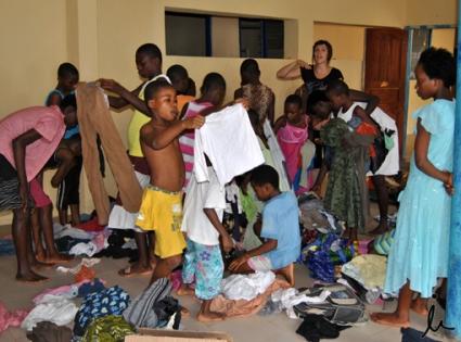 ordenando-la-ropa-con-las-nic3b1as